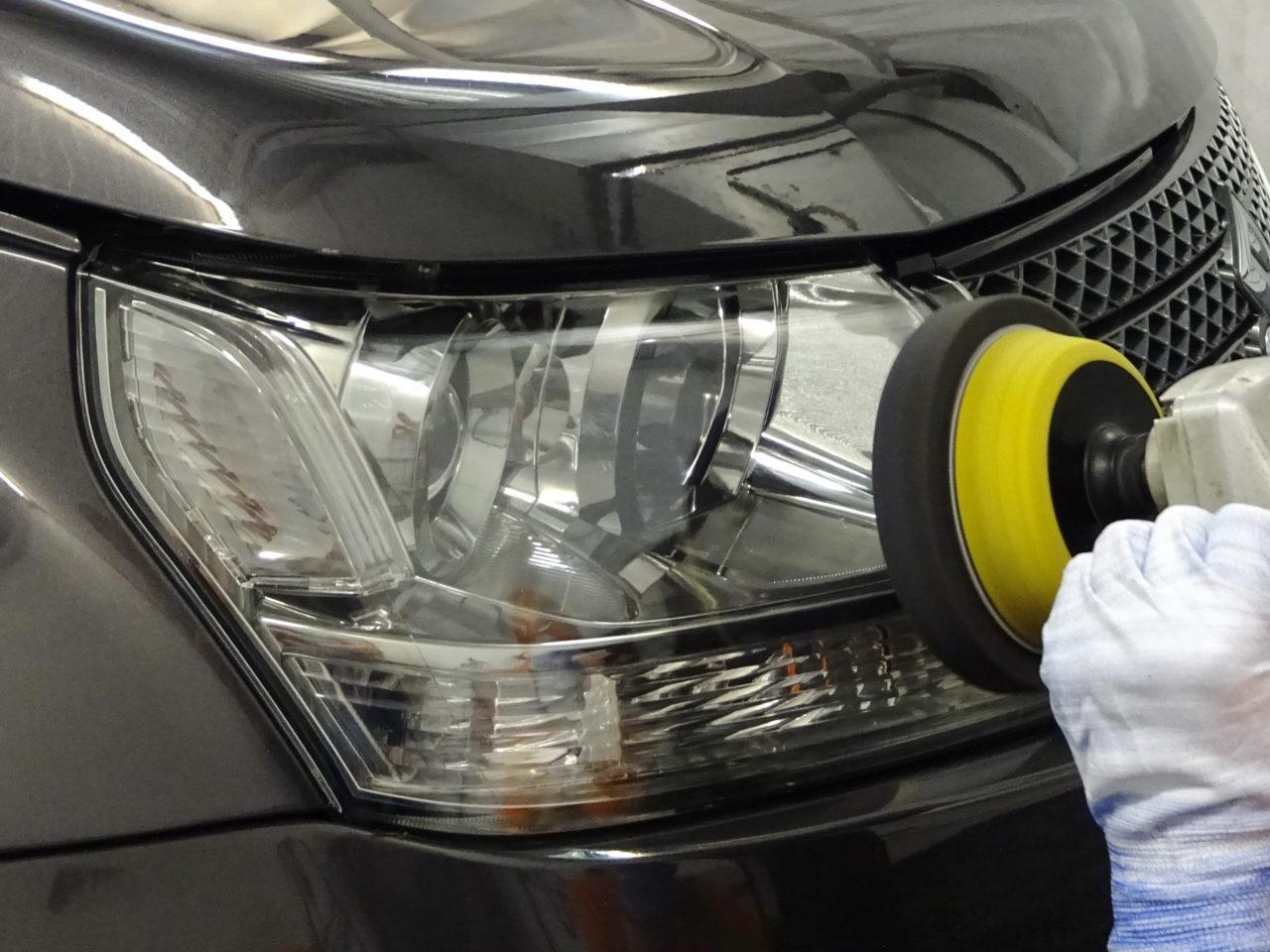 Как отшлифовать пластиковые фары автомобиля в домашних условиях